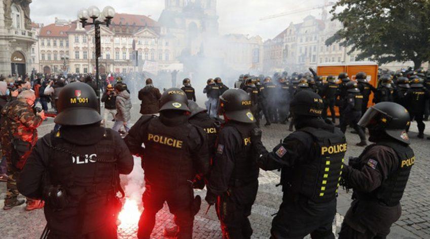 Hàng nghìn người biểu tình chống lại các hạn chế Covid-19 tại Séc